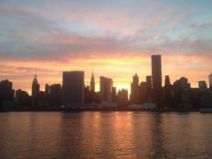 Um dos pores-do-sol mais bonitos de NYC, Long Island City, NYC.