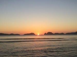 Por-do-sol em Las Cabañas Beach, El Nido.