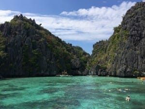 The emerald water of Small Lagoon, El Nido: one of the most beautiful places in the world!