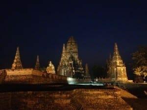 Wat Chaiwatthanaram at night
