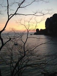 Pôr-do-sol visto do mirante no lado oeste de Railay Beach