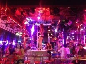 La noche muy loca de Patong Beach, Tailandia.