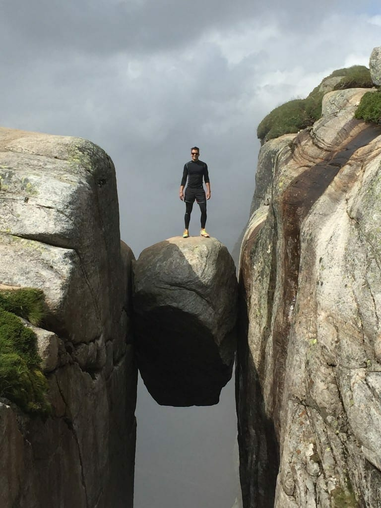 Trilha da pedra suspensa