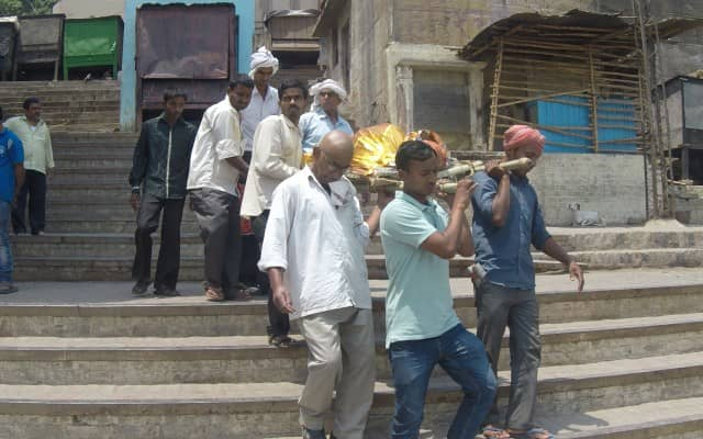 The shocking burning body ceremony in Varanasi, India