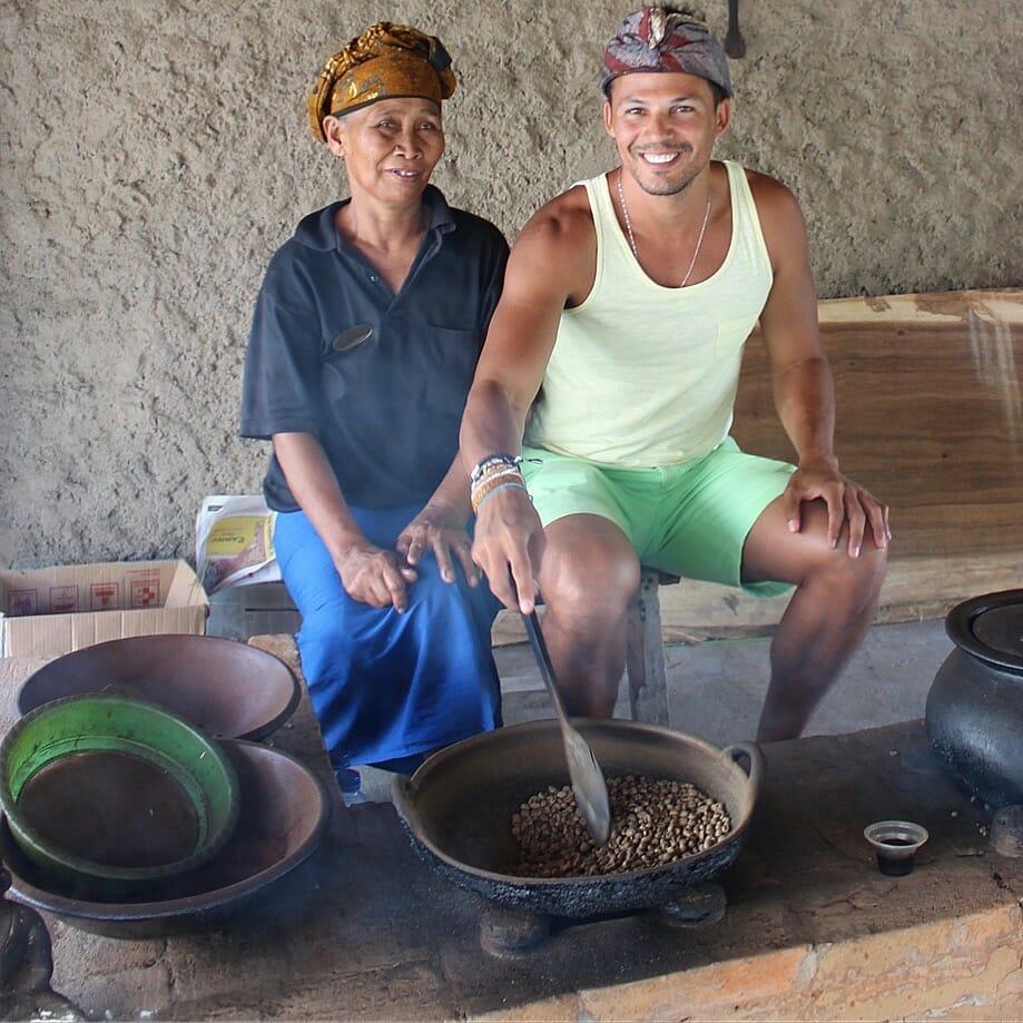 Visitando una plantación de café y aprendendo un poco más sobre su cultivo.