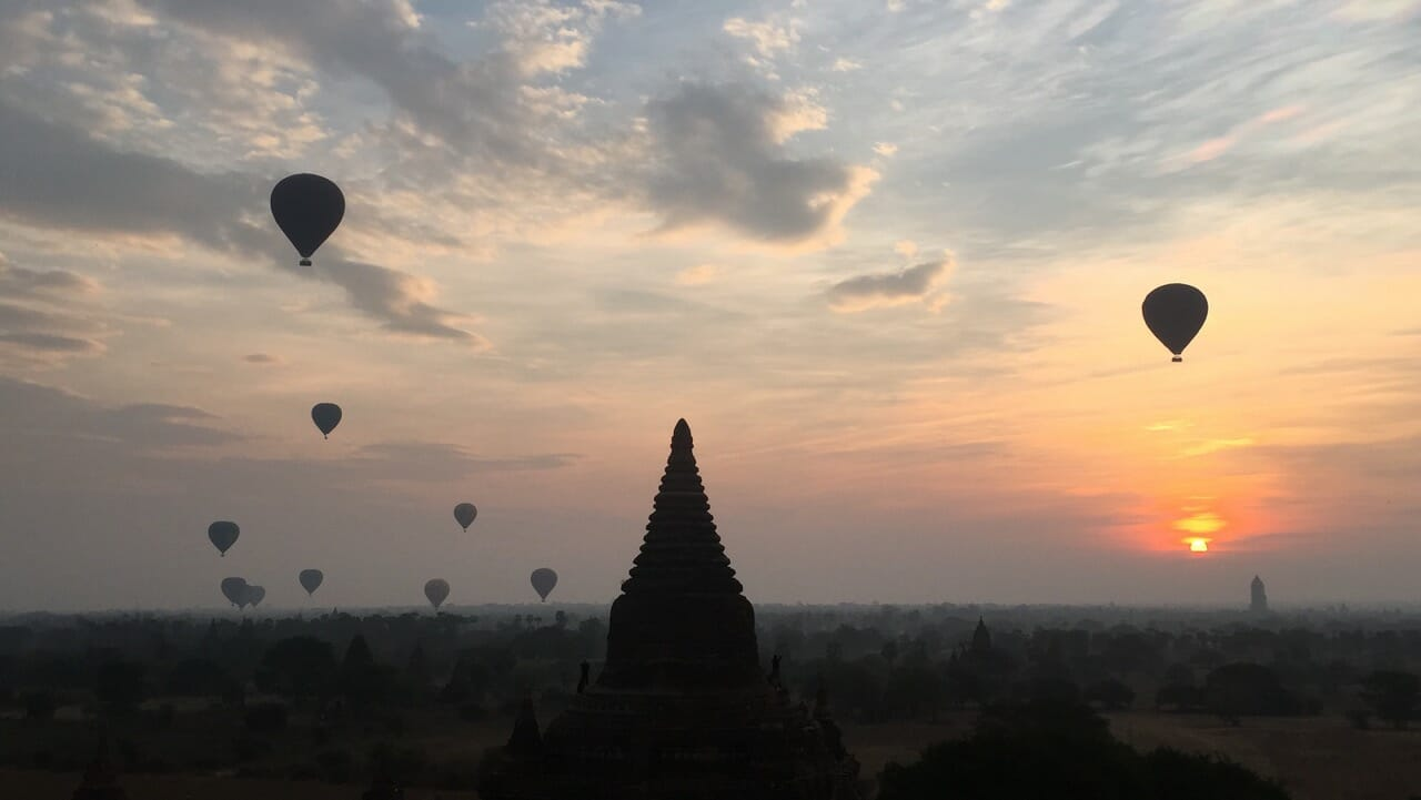 hot air ballon in Bagan