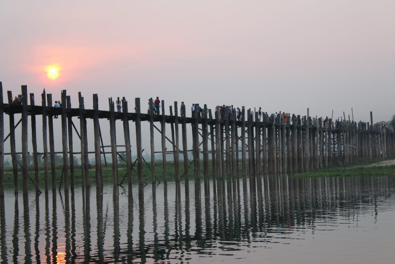 Pôr-do-sol em U Bein Bridge, Amarapura