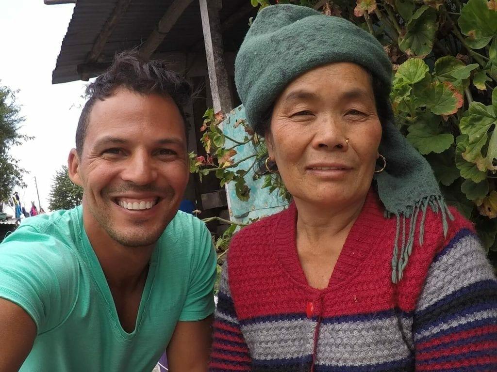 Selfie com uma moradora da vila Ulleri.
