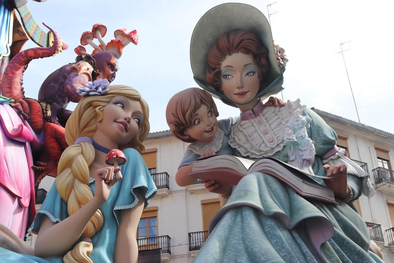 I was completely in awe and in love with the Fallas in Valencia, especially with the winner that displayed an enchanting artwork with elaborate and lively ninots, vibrant colors and outstanding creativity.