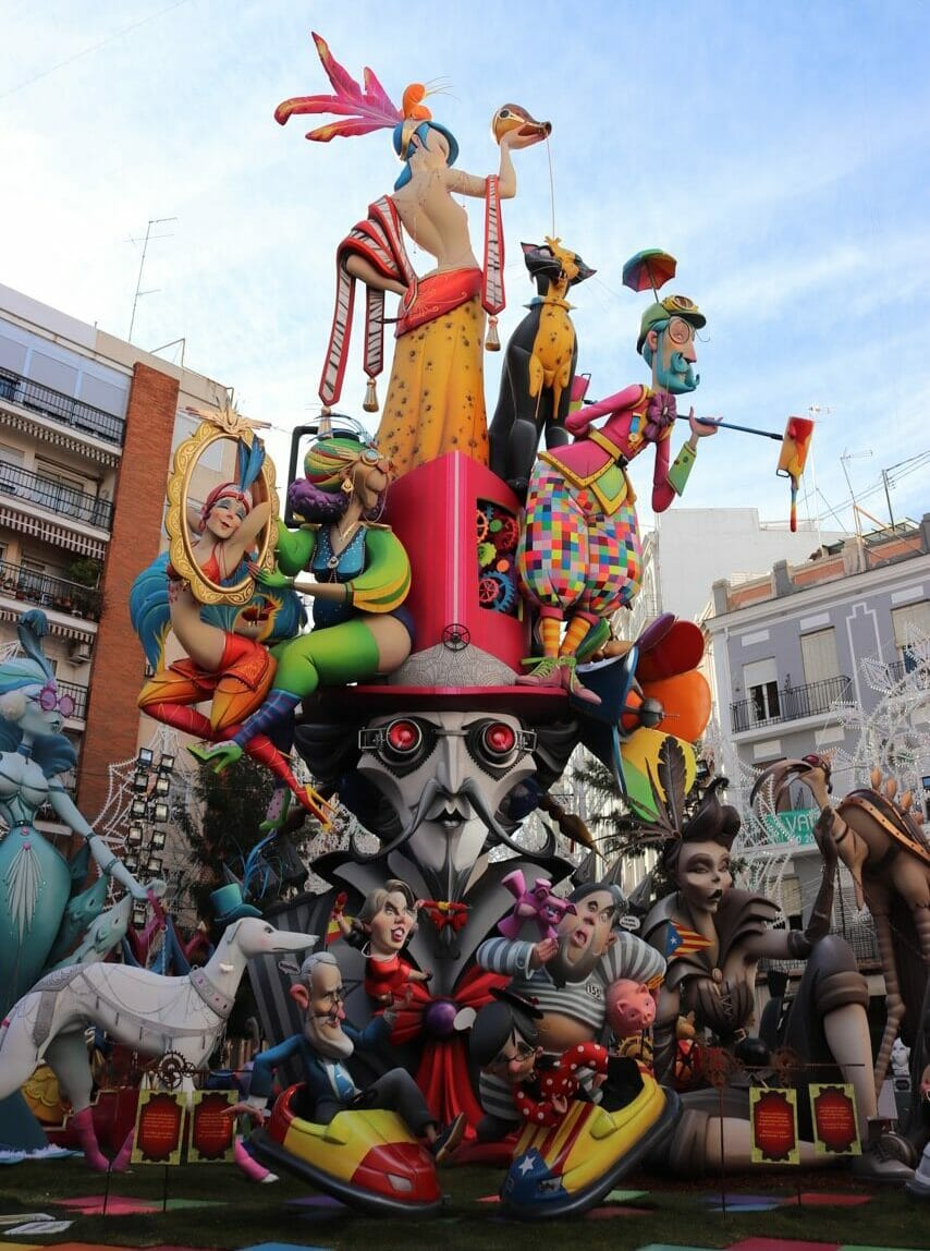 The Falla Cuba-Literat Azorín (Vicente Manuel Martínez Avarice) in Ruzafa neighborhood got the second prize of the Special Section in 2018.