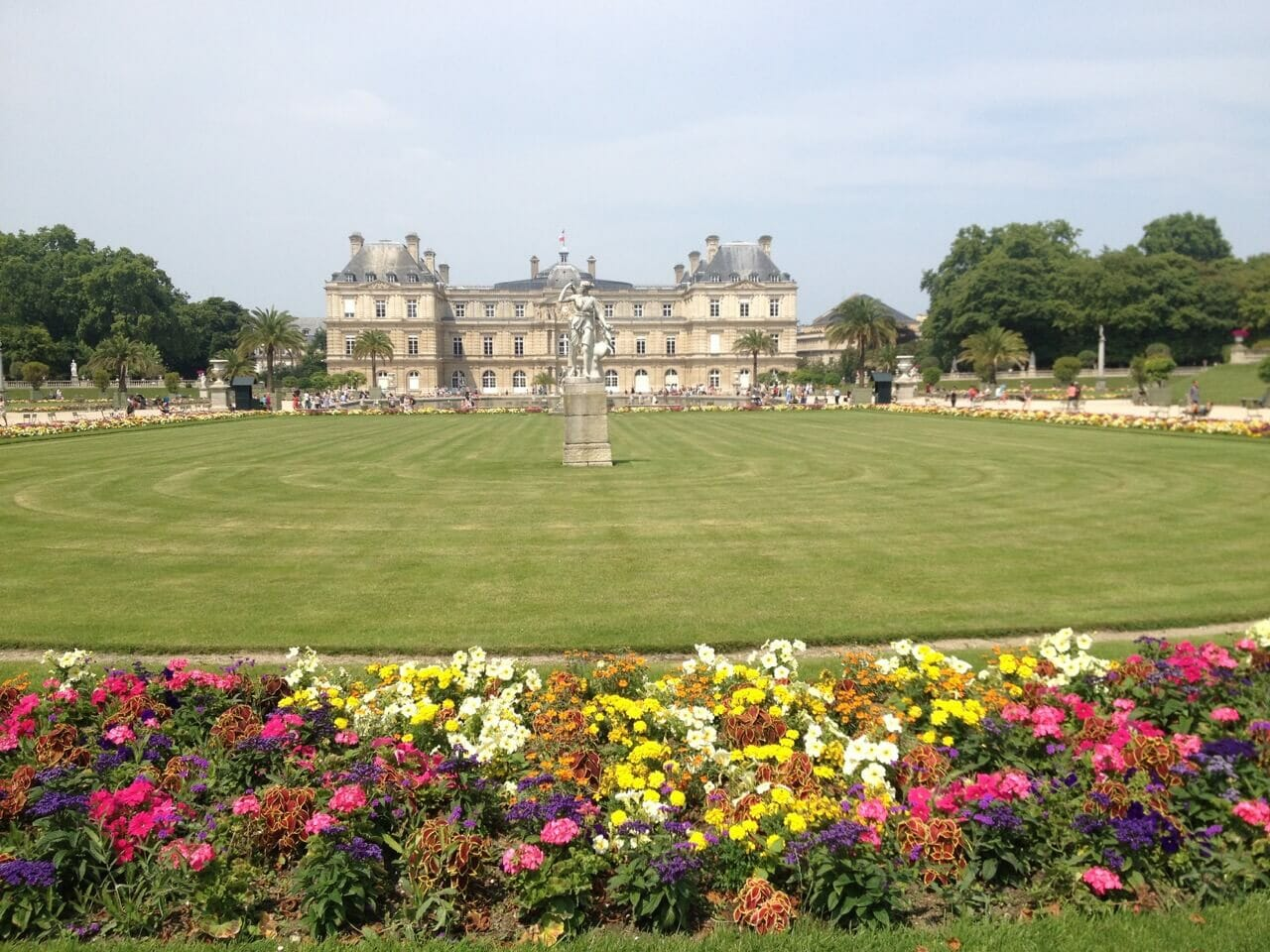 Jardim du Luxembourg during the summer.