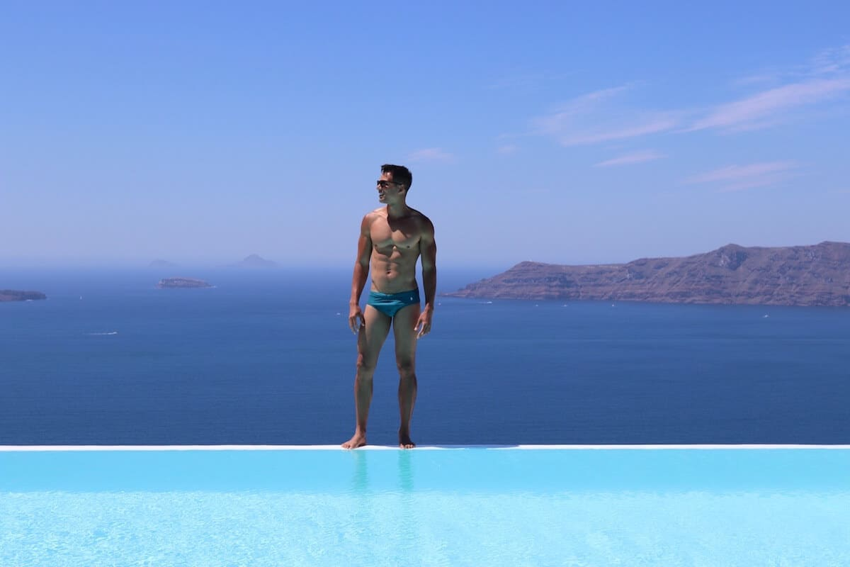 Stay in a hotel with an infinity is a dream for many people who visit Santorini