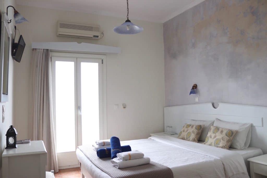 hotéis-baratos-em-oia-santorini