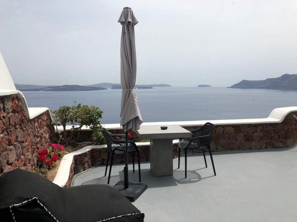 santorini-hotels-private-pool-room