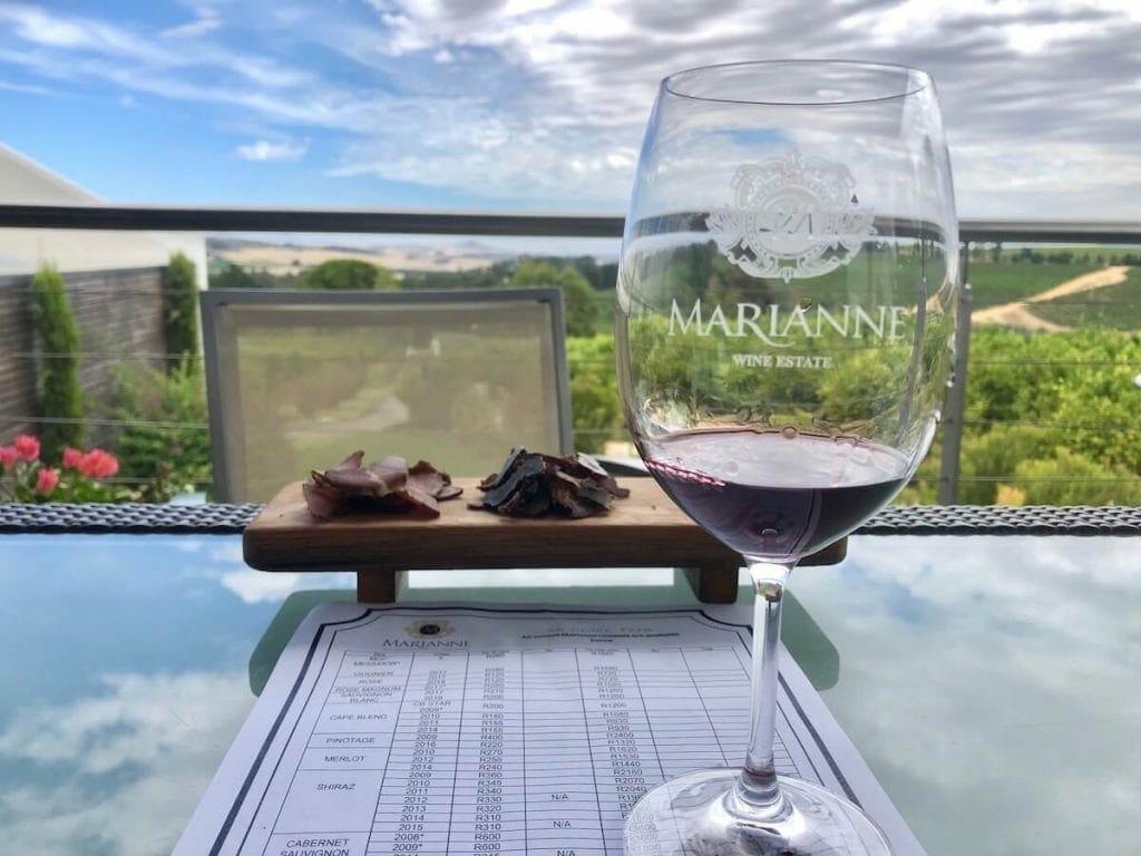 Harmonização de vinho com biltong na vinícola Marianne Wines Estate