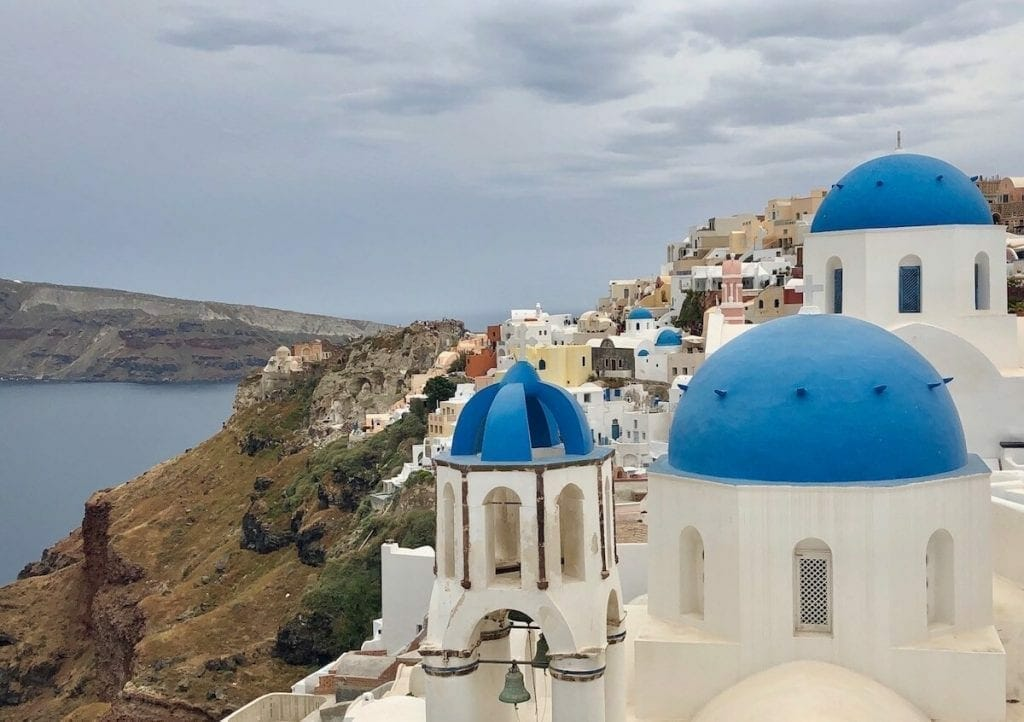 There are amazing things to do in Oia and I compiled a list of the ten best ones.