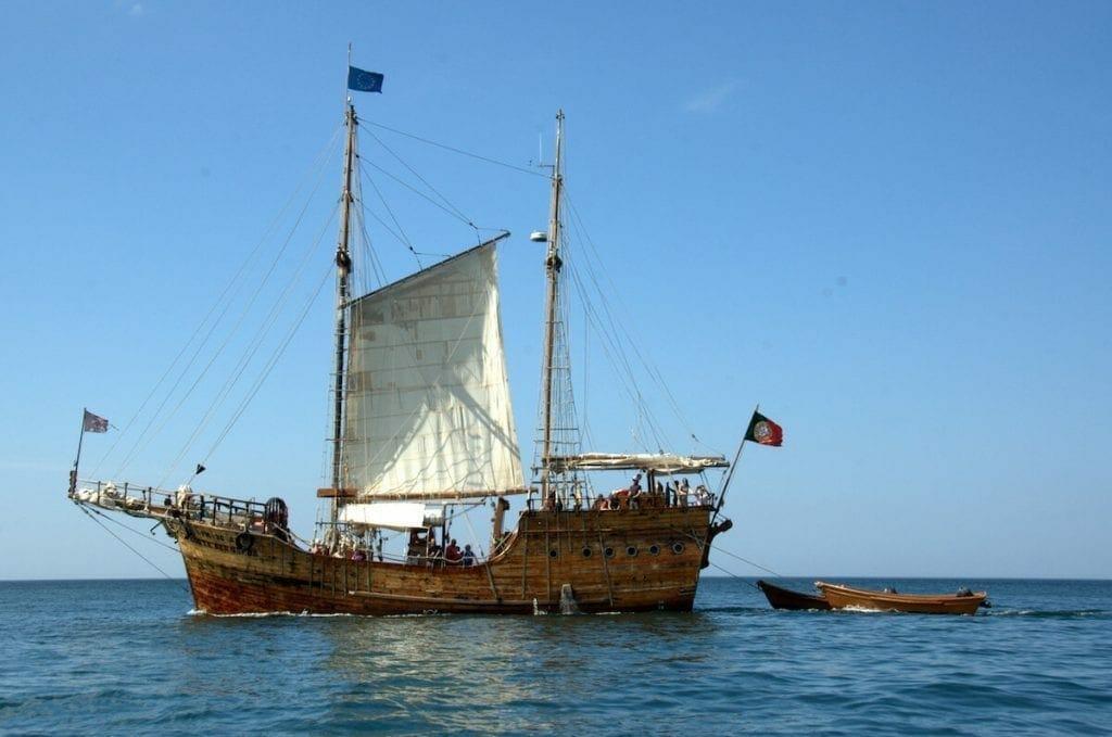 Paseo en barco para familia en el Algarve